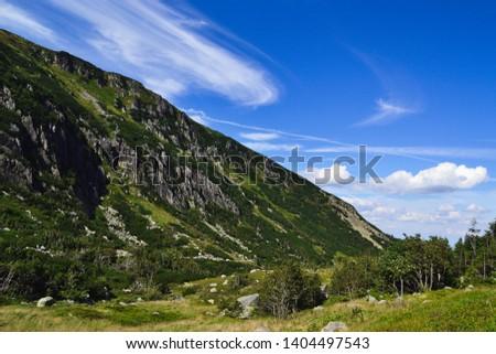 Mountain landscape. Karkonoski National Park in Poland. A view of the Kocioł Małego Stawu. Zdjęcia stock ©