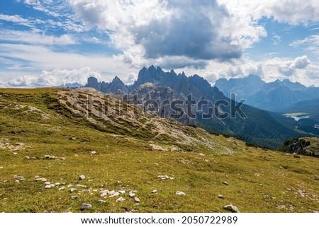 Mountain range of Cadini di Misurina and Sorapiss, seen from Tre Cime di Lavaredo or Drei Zinnen, Sesto, Braies and Ampezzo Dolomites. Auronzo di Cadore, Belluno province, Veneto, Italy, Europe.  Stok fotoğraf ©