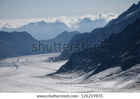Mountain range with large glacier between mountains