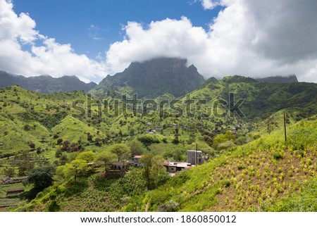 Mountainous green Santiago Island landscape in rain season - Cape Verde Foto stock ©