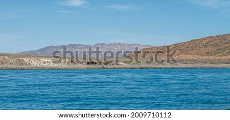 mountains and sea on a sunny morning of summer. Isla Coronado sea of cortes in Loreto Baja California Sur. Mexico Foto stock ©