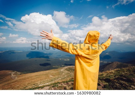 Mountains in Ukraine karpatian Goverla. Sky and yellow man .  Foto stock ©