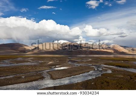 Mountains Lake Tsomoriri. altitude 4595 m.