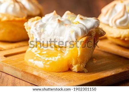 Mouth-watering fresh baked Lemon Meringue Tart Foto d'archivio ©