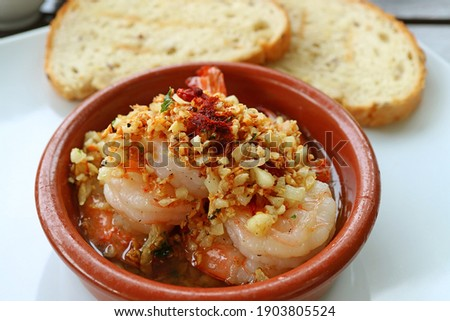 Mouthwatering Spanish Well Known Dish of Gambas al Ajillo or Garlic Shrimps Foto d'archivio ©