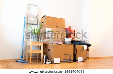 Move. Cardboard boxes, cleaning stuff and things for moving into a new home   ストックフォト ©