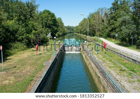 Moy-de-l'Aisne France - 30 July 2020 - Locks in Canal de la Sambre a l'Oise in France Photo stock ©
