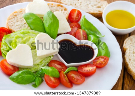 Mozzarella hearts and salad with balsamico dressing Foto stock ©