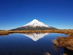 MT taranaki of lake and clear sky in newzealand