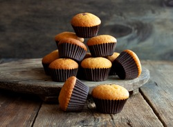 Muffins - delicious pastries. Delicious dessert on the table - homemade muffins. Portioned cupcakes. Simple muffin.