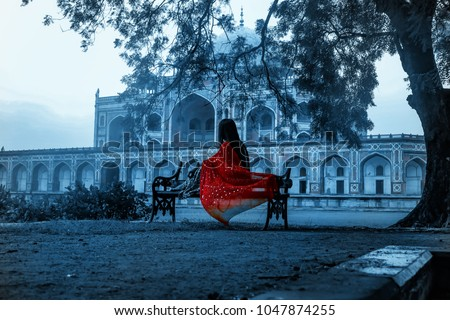 mughal architecture never disappoints with its beauty. its a view of humayun's tomb in the background which is situtated in Delhi , India.