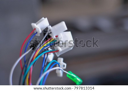 Multi-colored wires are used to power the circuit. #797813314