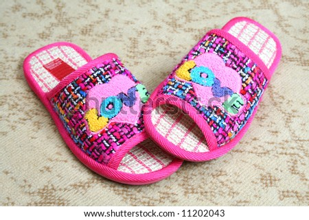 Multi-coloured slippers with heart