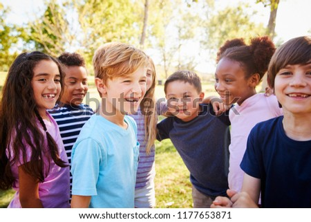 Multi-ethnic group of schoolchildren on a school trip Foto stock ©