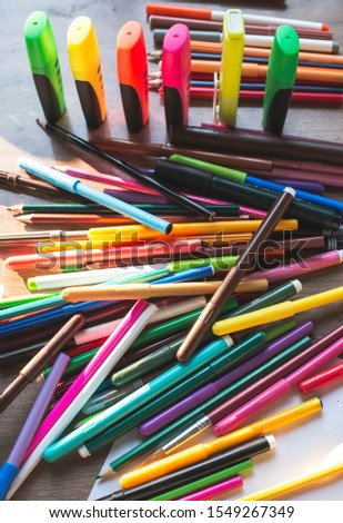 Multicolor markers for drawing. Scattered markers