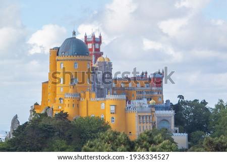 multicolored foam castle in sintra Palacio da Pena Foto stock ©