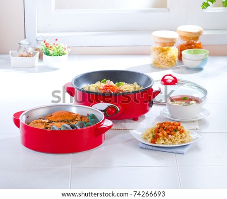 Multiple purpose of the electric pan for frying and steaming food preparation