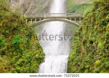 Multnomah Falls and walking bridge