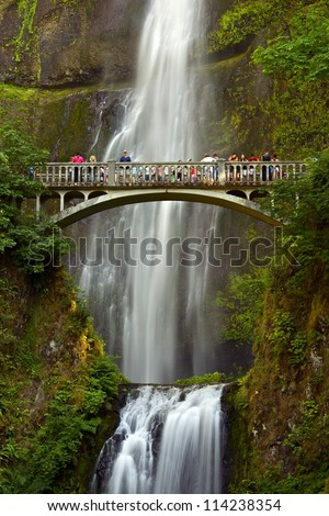 Multnomah Falls, Oregon U.S.A. - Columbia River Gorge, Located East of Troutdale. 620 feet (189 m) Total Waterfall Cascades Hight. Multnomah Falls in Summer. Oregon Famous Places Photo Collection.