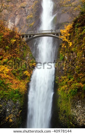 multnomah falls waterfall near Portland, Oregon. Second highest year-round waterfall in the US