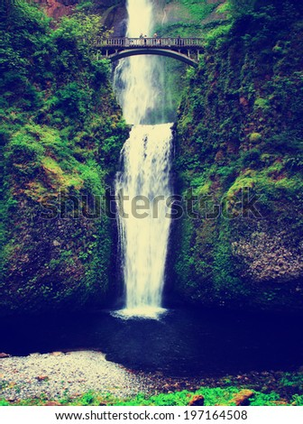 multnomah waterfalls in oregon...