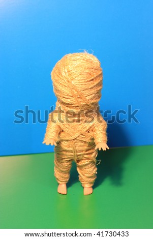 Mummy a doll. Shake with ropes.