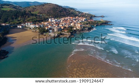 Mundaka viewed from the air with a drone (Basque Country, Spain) Foto stock ©