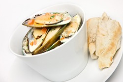 Muscles in white wine and garlic sauce