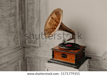 Music device. Old gramophone with plate or vinyl disk on wooden box. Antique brass record player. Gramophone with horn speaker. Retro entertainment concept. #1171779355