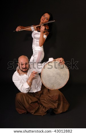 musical duet drum and violin