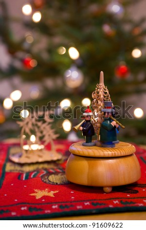 musicalcloc in front of christmastree
