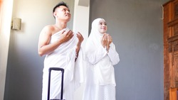 Muslim families pray for go to Umrah