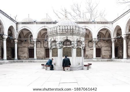 Muslim men washing in the Yeni Valide mosque in Istanbul Stok fotoğraf ©