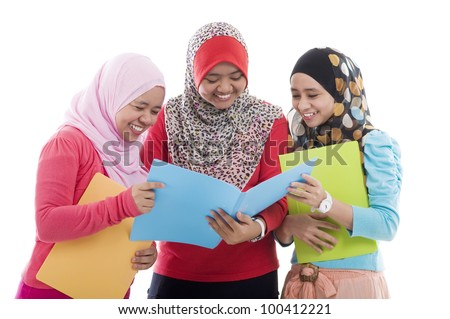 muslim students having group discussion