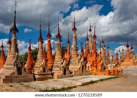 Myanmar. Indein pagoda, home to more than 200 stupa, is one of Inle lake's main attractions. Foto stock ©