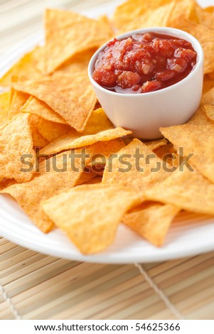nachos and tomato dip