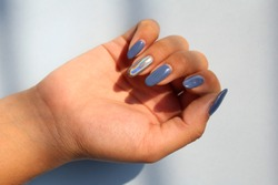 Nail art with chrome colors