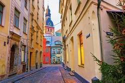 Narrow street in Riga, leading to the Dome Cathedral in winter. Old Town of Riga city, Latvia