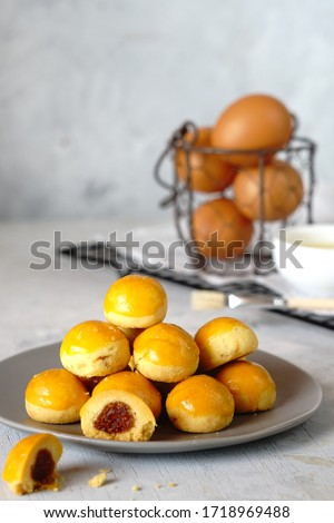 Nastar Cookies, Pineapple tartsornanas tartare small, bite-size pastries filled or topped withpineapplejam, commonly found throughout different parts of Southeast Asia such asIndonesia(nastar),