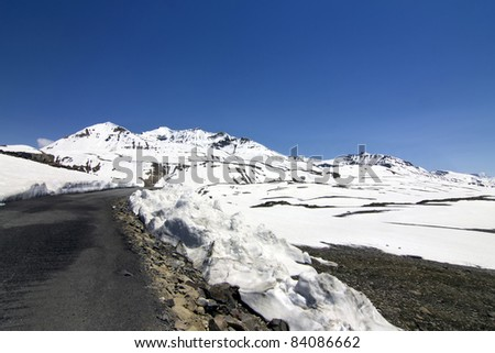 National Highway1 in India, Highway though the high mountains and ice,  Kashmir, India