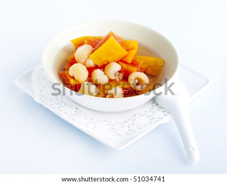 Natural and healthy Chinese dessert, cooked papaya with longan.