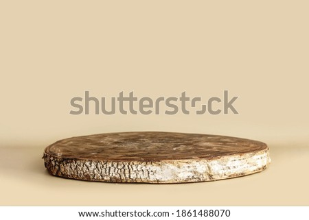 Natural empty wooden stand as cross section of birch tree for presentation and exhibitions on pastel background. Abstract empty podium for organic cosmetic products. Minimal style. Stockfoto ©
