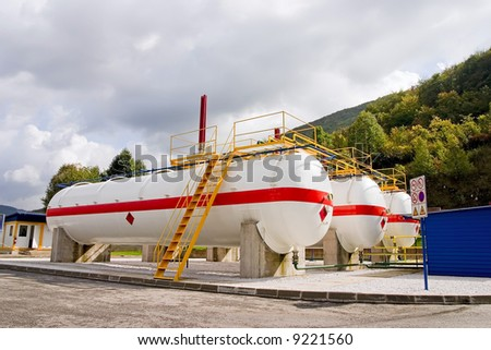 Natural gas station fuel tank