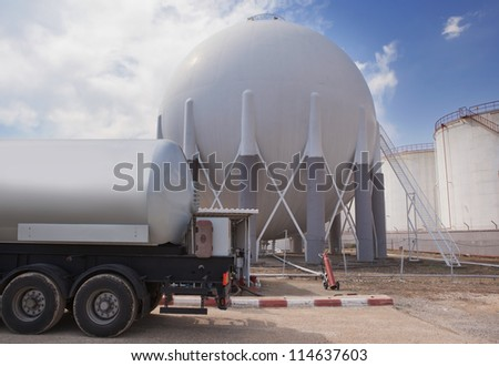 Natural Gas Tank and filling up to truck