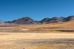 Natural scenery of grasslands and mountains in the Tibetan plateau