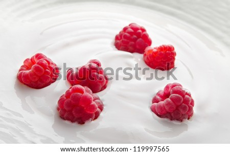 Natural yogurt with fresh raspberries