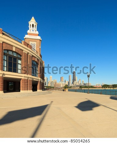 Navy Pier cityscape along Lake Michigan with Chicago skyline.