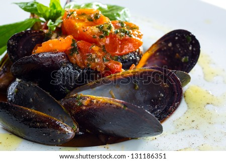 Neapolitan style clams cooked with tomatoes