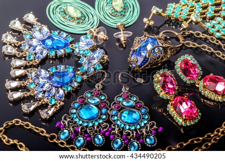 Necklace and earrings with crystals