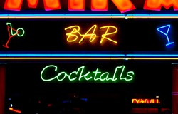 Neon bar cocktail sign